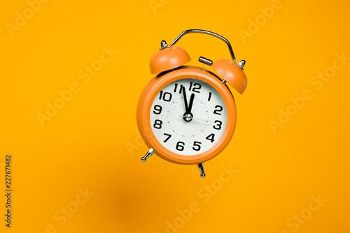 klasyczny zegar biurkowy