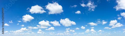 Błękitne niebo naturalnego tła.