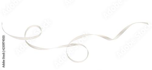 Zwinięta biała jedwabna wstążka