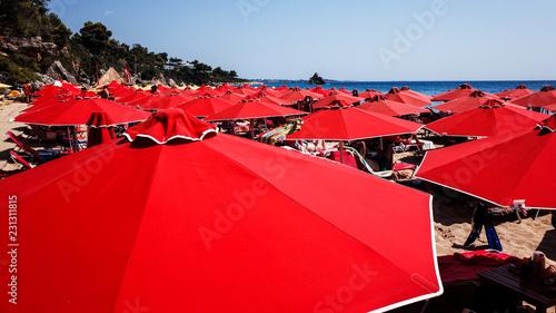 Parasole plażowe, Kefalonia, Grecja
