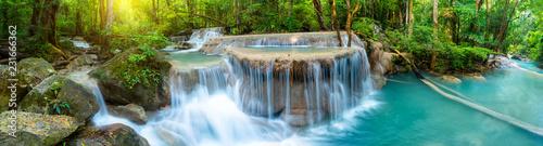 Panoramiczna piękna głęboka lasowa siklawa w Tajlandia
