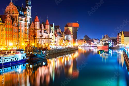 Nocny widok na Stare Miasto w Gdańsku, Polska