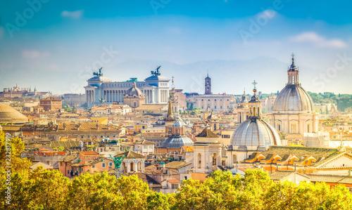 widok na panoramę miasta Rzym w dzień, Włochy, retro stonowanych