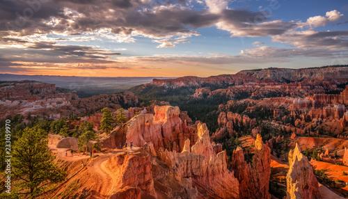 Widok wschodu szlaku Loop Navajo z krawędzi Bryce Canyon