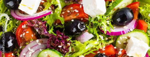 Sałatka grecka ze świeżymi warzywami i serem feta