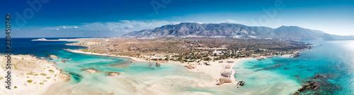 Widok z lotu ptaka plaży Elafonissi na wyspie Krecie z lazurową czystą wodą, Grecja, Europeof Plaża Elafonissi na wyspie Krecie z lazurową czystą wodą, Grecja, Europa