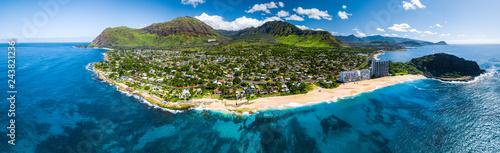 Powietrzna panorama zachodnie wybrzeże Oahu z Makaha Valley i Papaoneone plażą. Hawaje, USA