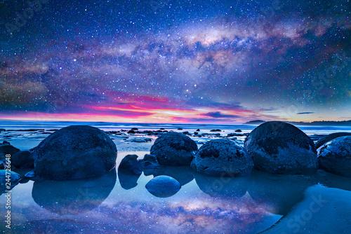 Milkyway przy głazem Moeraki, Nowa Zelandia