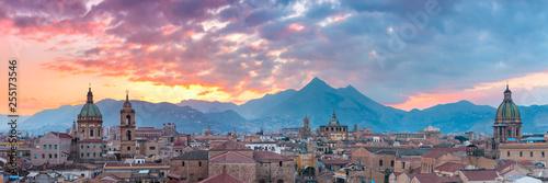 Palermo o zachodzie słońca, Sycylia, Włochy