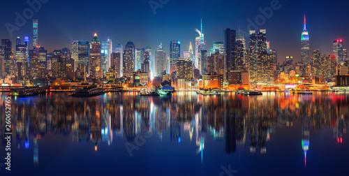 Panoramiczny widok na Manhattan przy nocą, Nowy Jork, usa