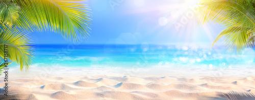Sunny Tropical Beach Z Liści Palmowych I Paradise Island