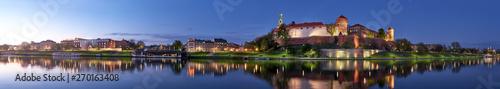 Polska, Kraków, Wawel nocą, widok panoramiczny