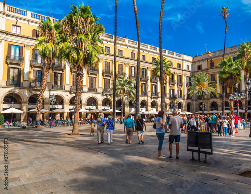 BARCELONA HISZPANIA, Wrzesień, - 24, 2016: Barcelona jest stolicą i wielkim miastem Catalonia, Hiszpania. Barcelona jest węzłem komunikacyjnym, a Port w Barcelonie jest najbardziej ruchliwym portem pasażerskim w Europie