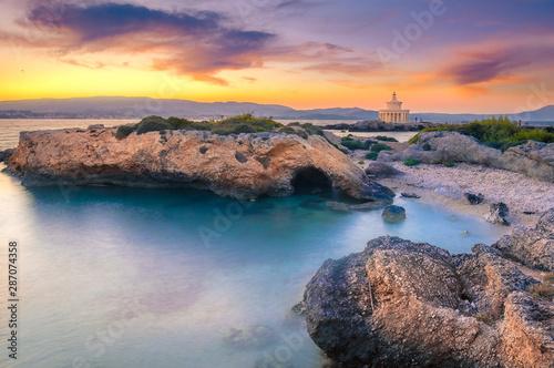 Oszałamiająco widok latarnia morska święty Theodore w Kefalonia wyspie, Grecja