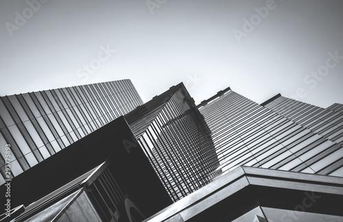 Budynek handlowy w Hongkongu z bliska; Styl czarno-biały