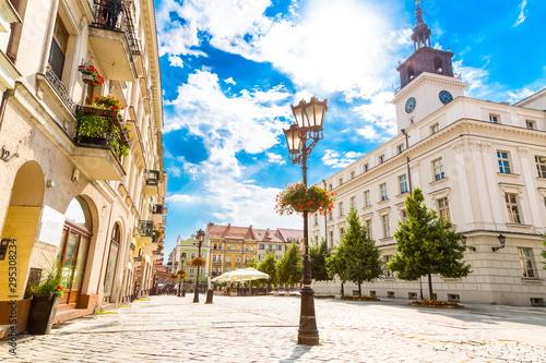 Rynek Starego Miasta i budynek ratusza w mieście Kalisz, Polska