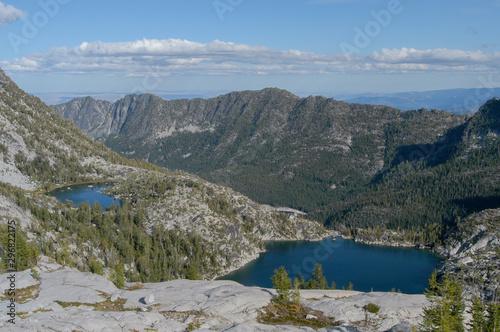 Temple i Viviane Lakes z góry w Enchantment Lakes area of Alpine Lakes, Waszyngton, USA