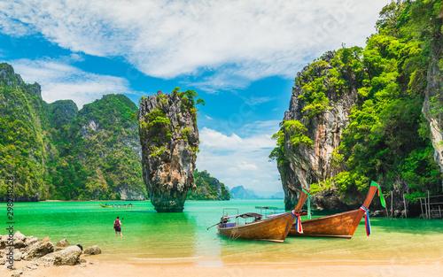 Zdziwiony natura malowniczy krajobraz Wyspa Jamesa Bonda z łodzią dla podróżnika Zatoka Phang-Nga, atrakcja turystyczna sławny punkt orientacyjny podróż turystyczny Phuket Tajlandia letnie wakacje, miejsca docelowe turystyki