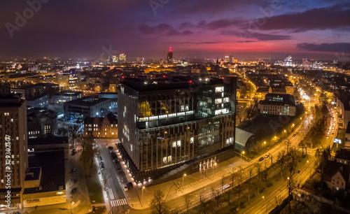 Urząd Marszałkowski Województwa Wielkopolskiego na tle miasta