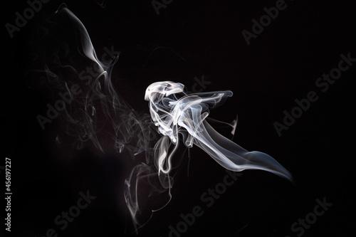 Dym, smugi, papieros