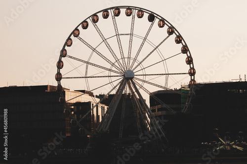 Lunapark. Rozrywka w mieście