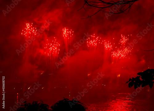 sztuczne ognie czerwone
