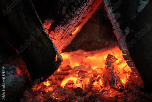Fire and embers, flames in the fireplace. Fire. Ogień i żar. Płomienie. Kominek.